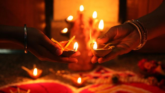 Don't Let the Distances Come Between You This Diwali
